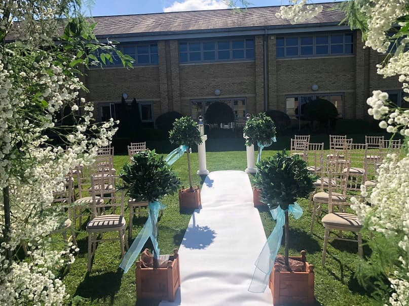 How to plan the perfect outdoor wedding