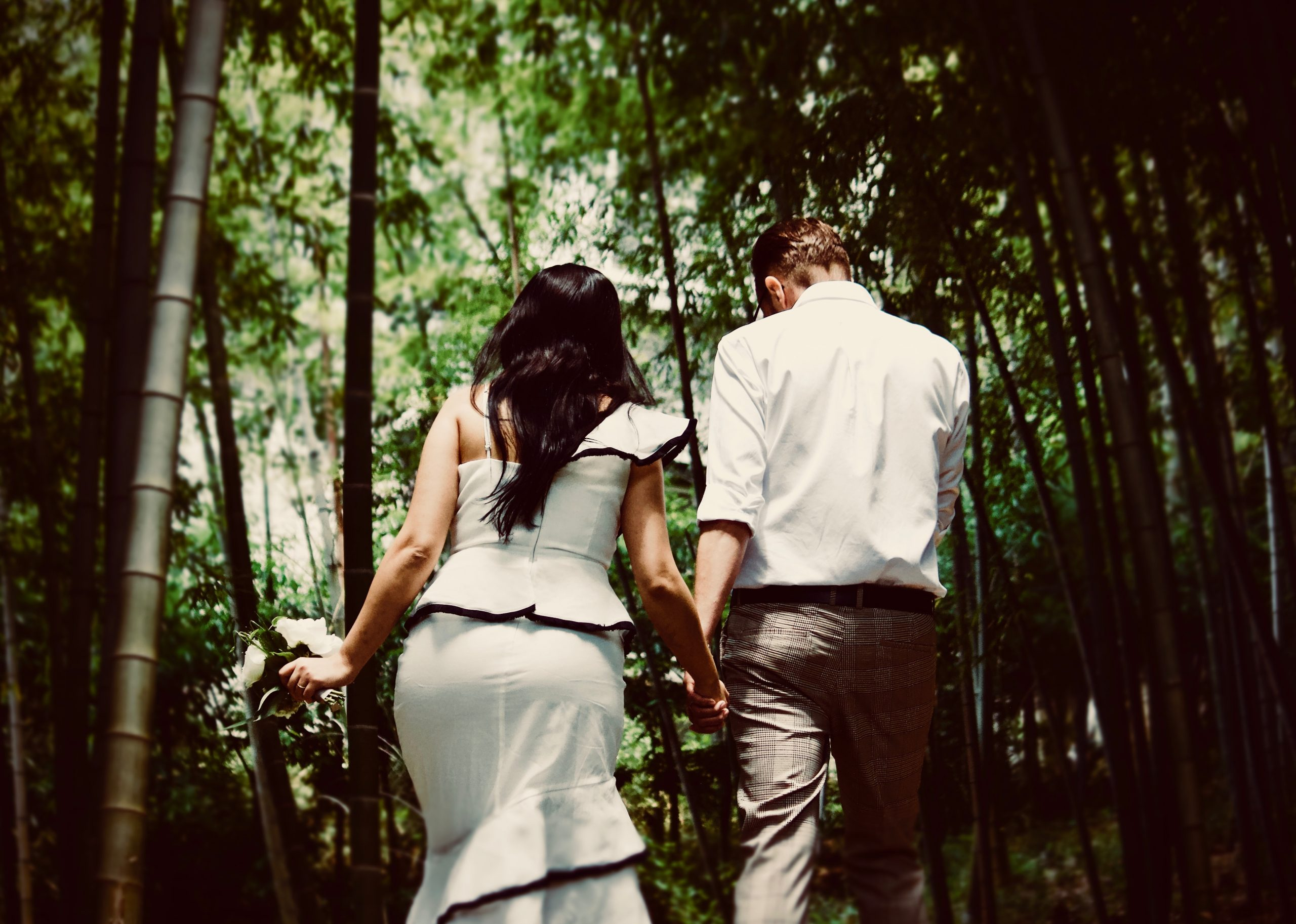 The pros and cons of outdoor weddings
