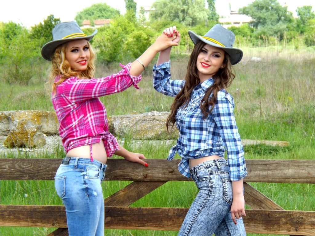 funny-hen-party-ideas-cowgirl